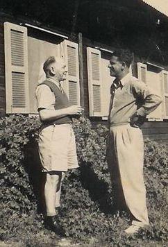 """שני אנשי התנועה מנתניה במחנה לטרון בשנות ה- 40: יצחק פוקס (מימין) וד""""ר בנימין בקשמן"""